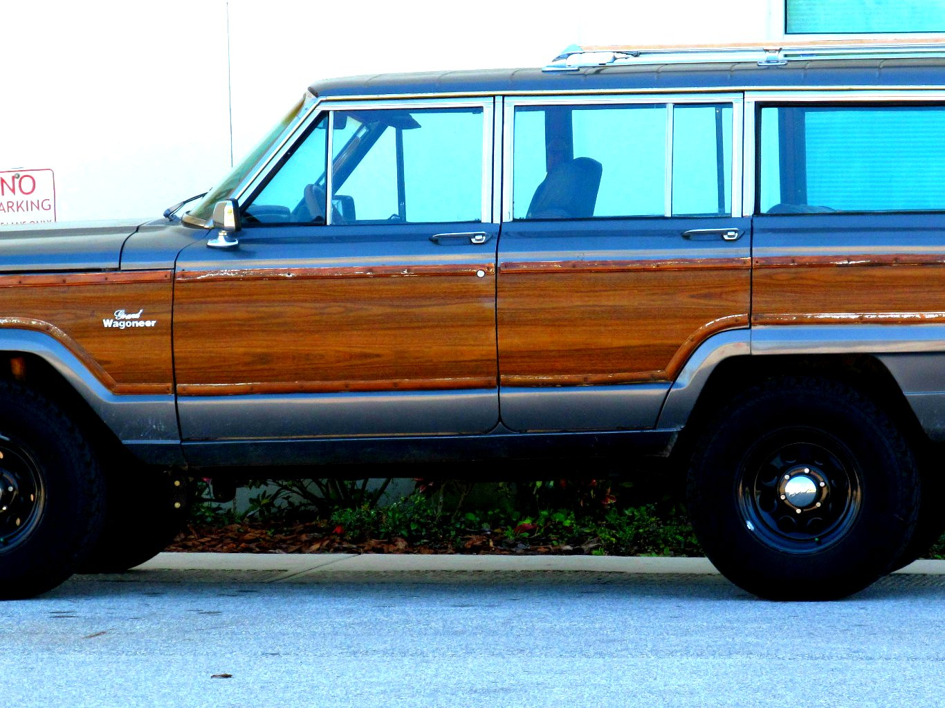I know it may sound strange, but I sincerely would like to drive a station  wagon. - Classic Grass Is Greener
